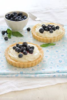almond crust, cream cheese, blueberries