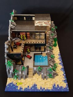 Calmwater Cliff House MOC exterior from the sea Legos, Lego Mansion, Lego Beach, Lego Humor, Casa Lego, Lego Sculptures, Lego Pictures, Amazing Lego Creations, Lego Activities