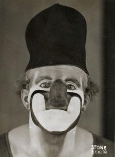 - Clown Charlie Rivel