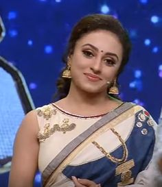 Pearly Maaney in a Paarvati Kiriyath Bharath * Saraswathy Gopalakrishnan Kerala Sari Jewelry Inspired on Denims StayYoungthisONAM2016 Handwoven Kadhi Blouse Kerala Fashion League Abhil Dev Mazhavil Manorama Channel  Kerala Saree