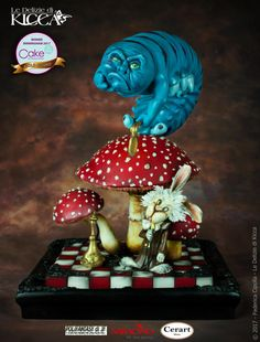 My revision of the crazy world of Alice, or my crazy world ;-p GOLD at Birmingham Cake International 2017 :-) The work is about 40 cm tall and about 35 cm wide. The monocle is. Caterpillar Cake, Cake International, Gravity Defying Cake, Alice In Wonderland Cakes, Cake Art, Art Cakes, Mad Hatter Tea, Novelty Cakes, Cake Boss