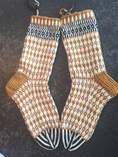 Knitting Socks, Hand Knitting, Knitting Patterns, Stine Und Stitch, Lots Of Socks, Cozy Socks, Knit Wrap, Happy Socks, Yarn Needle