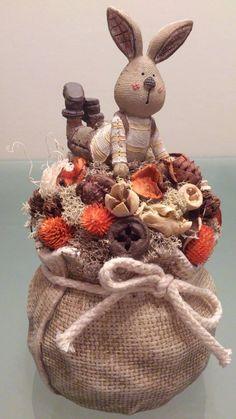 Easter centerpiece with Richy, the rabbit made by me. Ricsi nyuszis húsvéti asztaldísz.