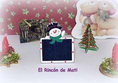 Pizarra navideña decorativa con muñeco de nieve, escala 1/12, miniatura para casas de muñecas. de MatiMiniaturesCorner en Etsy