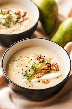 Kremowa, aromatyczna zupa, idealna na jesienno-ziomowe chłodne dni. Słodkawa gruszka i pietruszka, do tego lekko kwaśne białe wino tworzą n...