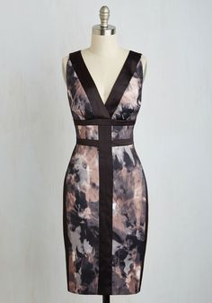Go on an outing to indulge in your refined taste, altruistic nature, and poised panache in this satiny sheath dress, for what could be better? The watercolor-inspired, mauve and grey panels of this cocktail frock are separated by sleek black lines, emulating the allure of the evening's affair.