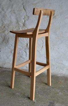 25 Ideas For Kitchen Wood Oak Bar Stools Vintage Bar Stools, Wooden Bar Stools, Wood Stool, Plywood Furniture, Bar Furniture, Furniture Design, Round Bar Table, Bar Tables, Wood Chair Design