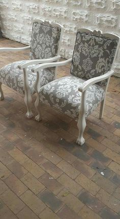 Nov mooi stoele Chalk Paint Chairs, Painted Chairs, Painted Furniture, Sofa Makeover, Furniture Makeover, Antique Chairs, Antique Decor, Refurbished Chairs, Ball Chair