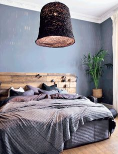 Enchanting blue bedroom with nature inspired headboard and pendant light. Create a calm atmosphere in the bedroom by using soothing blue and brown hues.   #bedroomideas #natureinspired #atmosphere