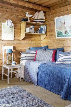 Arki jää mantereelle, kun veneen nokan suuntaa kohti suvisaunaa. Ennen remonttia saunamökki oli surkea näky. Summer Cabins, Cabins In The Woods, Norman, Beach House, Cottage, Bed, Furniture, Home Decor, Beach Homes
