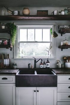 Top Small Kitchen Remodel Ideas Five Qualities of a Good Kitchen Design We Need To Know. Before we start getting things done for our new kitchen, here are five qualities of a good kitchen design that are worthy of our attention: Best Kitchen Sinks, New Kitchen, Cool Kitchens, Kitchen Decor, Kitchen Storage, Kitchen Rustic, Copper Kitchen, Country Kitchen, Tiny Kitchens