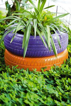 Vaso de pneus. Saiba mais sobre reciclagem em nosso blog: www.timberland.com.br/blog