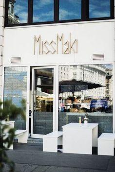 Die besten Maki der Stadt, findest du bei Miss Maki. Ich durfte vor kurzem dort Essen und war begeistert. Perfekt, wenn man ein Lokal für den Lunch sucht. Wien Tipp! Lokal, Vienna, Places, Outdoor Decor, Roadtrip, Travel, Drink, Home Decor, Food