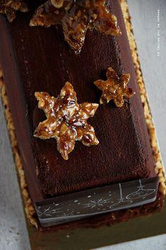 mousse chocolat, coeur mascarpone vanille, caramel fudge aux noix de pécan, biscuit croustillant cacao