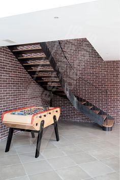 Photo DT106 - ESCA'DROIT® 1/4 Tournant Intermédiaire. Escalier intérieur balancé métal et bois style 'bistrot' pour une décoration classique.