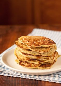 How To Make Banana Pancakes — Cooking Lessons from The Kitchn (I added a little cinnamon, vanillla, and gluten free flour. Banana Breakfast, Breakfast Recipes, Banana And Egg, No Egg Pancakes, Pancake Muffins, Keto Pancakes, Healthy Snacks, Healthy Recipes, Breakfast