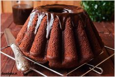 Najlepsza babka czekoladowa jaką można zjeść. Bardzo wilgotna, lekka jak puch i w dodatku z powidłami, które nadają jej…
