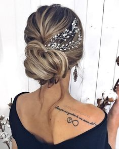 Gorgeous Wedding Hairstyles For the Elegant Bride bridal updo hairstyles Grad Hairstyles, Wedding Hairstyles With Veil, Braided Hairstyles, Gorgeous Hairstyles, Bridal Hair Updo With Veil, Bridal Hairstyle, Elegant Hairstyles, Updo Hairstyles For Prom, Teenage Hairstyles