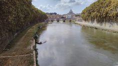 Pont Mazzini de Roma des d'un altre punt de vista. El punt de fuga el trobem a la part superior central. La foto està dividida en dos parts horitzontalment, separades pel pont.