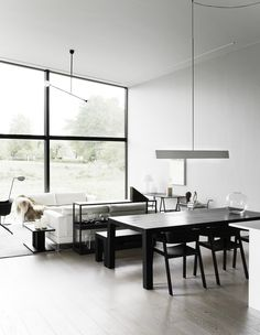 Minimalist Living Room Design Ideas - Find your preferred Minimal living-room photos here. Browse through pictures of motivating Minimal living room style concepts to create your best house. Dining Room Light Fixtures, Dining Room Lighting, Couleur Feng Shui, Decoration Entree, Minimalist Interior, Home And Deco, Room Lights, Atrium, Living Room Interior