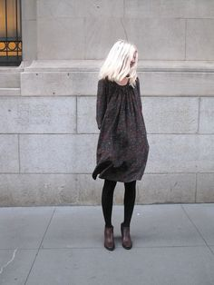 easy #fall look - loose, flowy shift dress in fall colors + black opaque #leggings + brown leather #booties