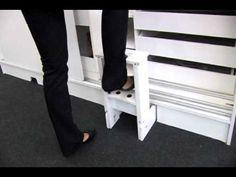 Planejado com 15 cm a mais de profundidade para aproveitamento de vários nichos para guarda de objetos e com escada embutida sob o armário. contato@olotto.co...