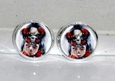 Ausgefallene Ohrringe - Ohrstecker Skull Voodoo Cabochon handgemacht Glasstein
