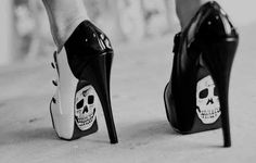 they have skulls on them so obviously i want them ;s