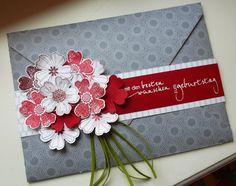 Zur Abwechslung zwischen all den weihnachtlichen Projekten und posts heute mal ein Blumenstrauß. Ich möchte euch die Glückwunschkarte zeigen...