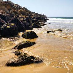 Rochas baixinhas #praia #beachlife #algarve #fériasagosto #fériasemagosto…