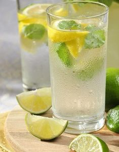 Lemon Detox Water Make Your Own Detox Drink for Daily Enjoyment & Cleansing Detox Drinks, Fun Drinks, Lemon Detox, How To Make Drinks, Indonesian Food, Superfoods, How To Lose Weight Fast, Food And Drink, Lime