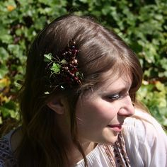 'Ariel' is an original design by Beatrice Bobbins. This etherial comb was inspired by a woodland in Autumn.