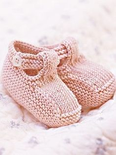 Knit Baby Booties Patterns – Knitting And We Baby Booties Knitting Pattern, Crochet Baby Booties, Baby Knitting Patterns, Baby Patterns, Knit Baby Shoes, Hat Crochet, Crochet Dolls, Doll Patterns, Tricot Baby