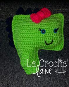 Type; Peluche/Coussin décoratif Style; Mademoiselle Dinosaure Accessoires; Petite boucle *Possibilité de varier les couleurs & de changer l'accessoire.*