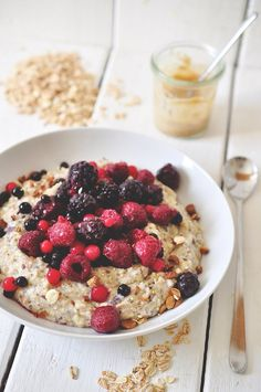 Fluffy oatmeal with berries