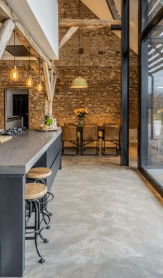 45 Outstanding Home Industrial Concept Design Ideas With Brick Wall To Try - Industrial interior design style is characterized by concrete floors, brick walls, exposed wood ceiling beams and pipes, unfinished paint, rustic wood. Industrial Interior Design, Industrial Interiors, Interior Design Kitchen, Industrial Farmhouse, Warm Industrial, Kitchen Industrial, Farmhouse Style, Farmhouse Interior, Industrial Style