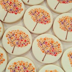 Seriously STUNNING cookies by my friend Holly. The Doughmestic HousewifeThe Doughmestic Housewife Seriously STUNNING cookies by my friend Holly. The Doughmestic HousewifeThe Doughmestic Housewife Fall Decorated Cookies, Fall Cookies, Holiday Cookies, Cupcakes Fall, Thanksgiving Cookies, Formation Patisserie, Bolacha Cookies, Tree Cookies, Royal Icing Cookies