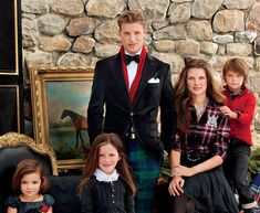 Gorgeous holiday portrait of the Ralph Lauren Holiday collection Pop Culture Halloween Costume, Creative Halloween Costumes, Family Portraits, Family Photos, Christmas Portraits, Ivy League Style, Family Photo Outfits, Future Daughter, English Style