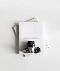 17 Best ideas for vintage camera flatlay Minimal Photography, Flat Lay Photography, Photography Camera, Photography Tips, Product Photography, Iphone Photography, Urban Photography, Artistic Photography, White Photography