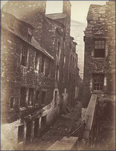 College Wynd, Edinburgh - 1870 Birthplace of Sir Walter Scott Antique Photos, Vintage Photographs, Old Photos, Vintage Photos, Old Town Edinburgh, Edinburgh Scotland, Rare Pictures, Historical Pictures, Irish Images