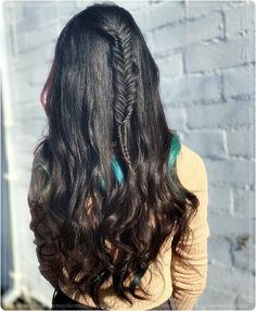 You think braided hairstyles are only for real hair professionals? Are you kidding me? Are you serious when you say that! Here you can find out how yo. Herringbone Braid, Herringbone Pattern, Plaits Hairstyles, Popular Hairstyles, Fishbone Braid, Strong Hair, Hair Sticks, Look In The Mirror, Blow Dry