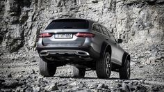 10 images with the hardcore Mercedes E-Class All-Terrain 4x4², a wagon with portal axles and more ground clearance than even the rugged G-Class 4x4².