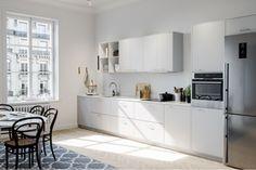 Et kjøkken i perlegrå nyanse er et elegant alternativ til hvitt. Fargen er nøytral og kan kombineres med de fleste fargeskalaer. System 10 i Bistro perlegrått | Drømmekjøkkenet
