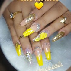 35 Awesome Coffin Nail Designs You'll Flip For in 2019 - NailGet - Get The Best Nail Designs Fabulous Nails, Gorgeous Nails, Pretty Nails, Jolie Nail Art, Nagel Bling, Yellow Nail Art, Nagellack Trends, Coffin Nails Long, Manicure E Pedicure