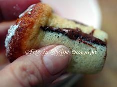 Babà alla nutella, ricetta dolci mignon, piccola pasticceria, dolci napoletani, facili da realizzare, babà farciti con nutella, dolci tipici, ricetta regionale