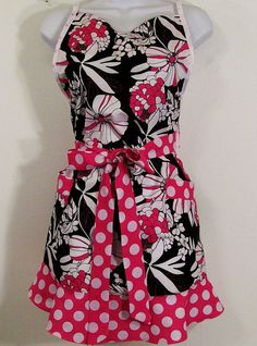Sweetheart Apron Floral 85 by Barb70CraftShop on Etsy (Accessories, Apron, Full, barb70craftshop, women, home and living, womans apron, gift ideas, womens apron, gift for mom, mothers day apron, kitchen apron, womans full apron, special occasion, sweetheart apron, black pink apron)