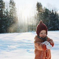 Uploaded by ka. Find images and videos about winter, baby and kids on We Heart It - the app to get lost in what you love. Baby Baby, Baby Kids, Baby Family, Family Kids, Little People, Little Boys, Cute Kids, Cute Babies, Winter Images