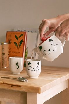White Cat Tea Set. #pottery #mugs #tazas #cerámica