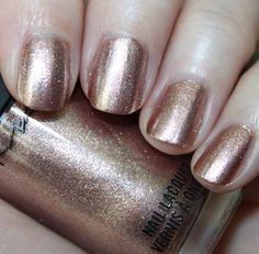 MAC - Rose gold nail varnish