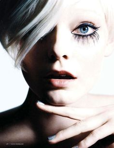 Editorial | Full Outlined Liquid Liner + Bottom Heavy Lashes | 1960's Mod Look